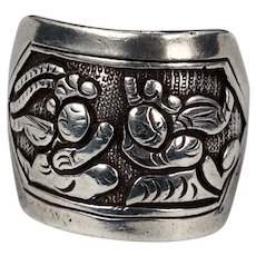 Antique Chinese silver repousse finger ring late 19th century