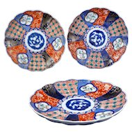 Three colorful Antique Japanese Imari porcelain plates Meiji Period 19th century (set 2)