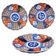 Three colorful Antique Japanese Imari porcelain plates Meiji Period 19th century (set 2)