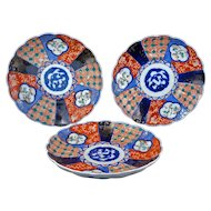 Three colorful Antique Japanese Imari porcelain plates Meiji Period 19th century (Set 1)