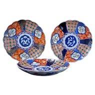 Three colorful Antique Japanese Imari porcelain plates Meiji Period 19th century (Set 3)