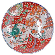 Japanese porcelain Imari charger with dragon motif 19 century