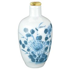 Antique Chinese porcelain blue and white snuff bottle with Peony circa 1900