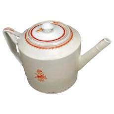 Large Chinese Export Porcelain Teapot with Fitzhugh Pattern and Twisted Handle Early 19th century