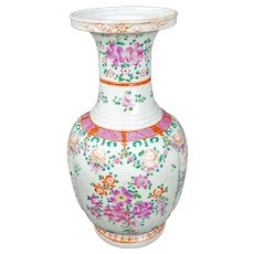 Large Chinese Porcelain Export Vase with Floral Design circa 1900