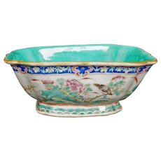 Chinese Porcelain Polychrome Tongzhi Marked Lobed Bowl - 19th Century