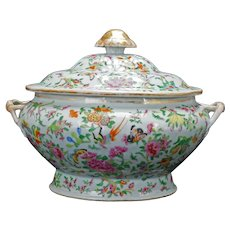 Very Large Chinese Export 1000 Butterfly Tureen Circa 1850
