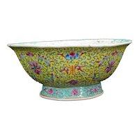 Chinese Porcelain Bowl Qianlong Reign Mark Late Qing/Republic