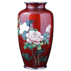 Japanese cloisonné Ginbari vase in red with a rose design 1930s