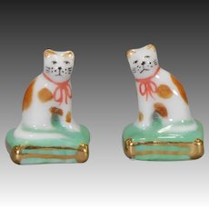 """Pair of """"Staffordshire"""" Cats in Glazed Porcelain"""
