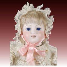 Bébé Gigoteur Doll