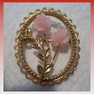 Adorable Vintage dce Gold & Coral Brooch