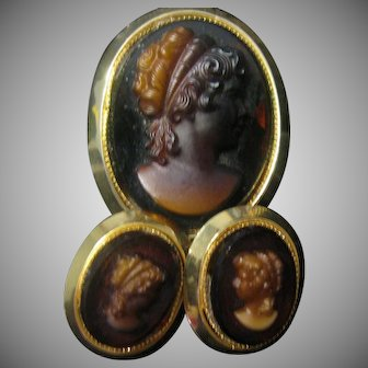 Glass cameo set Pin and earrings