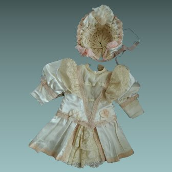 Silk dress and bonnet for your German or French bebe.
