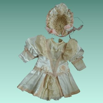 Vintage silk dress and bonnet for your German or French bebe.