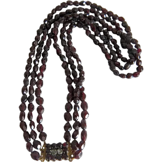 Antique Bohemian Garnet bead  necklace, 19th century