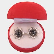 Victorian Pair of Garnet earrings in the shape of a flower head, 19th century