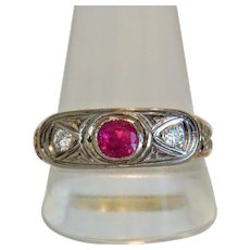 Vintage Ruby and Diamond ring, 14k yellow gold, early 20th century