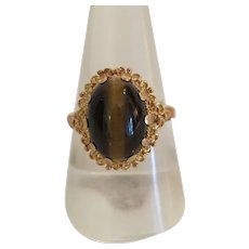Antique Tiger´s Eye cabochon ring, 14 k yellow gold, 19th century