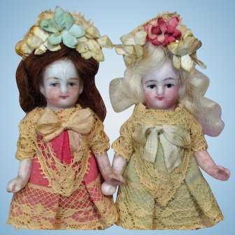 "Two So cute 3"" All Bisque Miniature Pocket Size Dollhouse doll sisters in Display box"