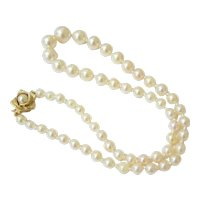 Mid Century Strand of Graduated Knotted Pearls with 14K Yellow Gold Figural Clasp
