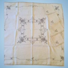 Linen Tablecloth & 4 Napkins for Tea Table