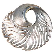 Vintage Feathery Swirl Circle Brooch in Silvertone