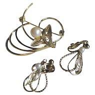 Vintage 1950s Goldtone Filigree Simulated Pearl Brooch and Earrings Set