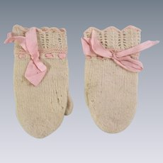 Adorable Antique Doll Mittens to Keep Your Baby Doll Warm this Winter