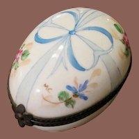 Vintage Hand Painted And Signed Porcelain Limoges France Trinket Box