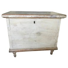 19th Century Small Oyster White Blanket Chest