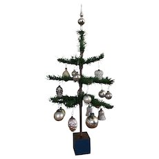 Super, Small Feather Tree /Great Ornaments