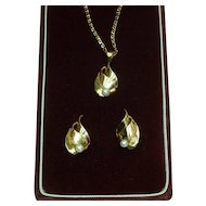 14 K Gold and Pearl Necklace and Earrings Oritals Italy