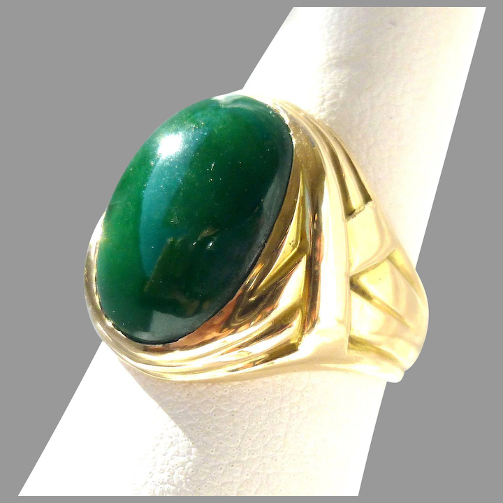Jadeite Green Lucite Dome Ring Size 7 14 Unsigned Vintage
