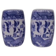 Blue Willow Gently Rounded Salt and Pepper Shakers, Blue and White