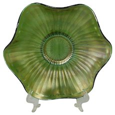 Fenton Striking Emerald Green Carnival Glass Bowl