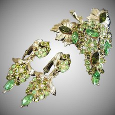 Weiss Green Rhinestones Faux Pearl Floral Cluster Pin Earrings Set