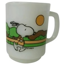 Milk Glass Snoopy Mug by Anchor Hocking, Peanuts Collectibles