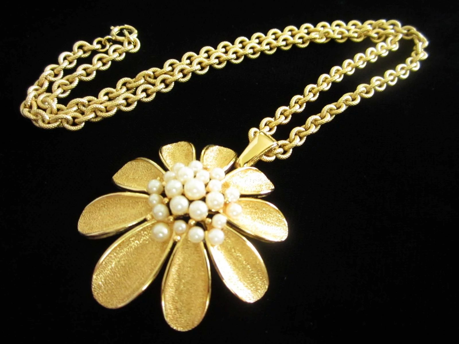 and diamonds necklace gold yellow en flower necklaces tiny pendant