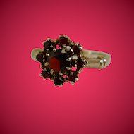 Vintage 10K Yellow Gold And Genuine Red Garnet Ring