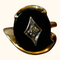 10 k Yellow Gold Onyx with Diamond Ring