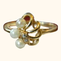 14 k Yellow Gold Pearl Ring with Two Tiny Diamonds