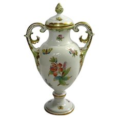 Queen Victoria Urn With Lid By Herend