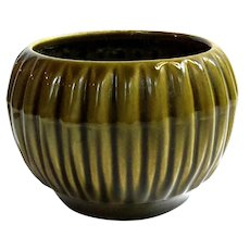 McCoy Pottery Ribbed Jardiniere #685