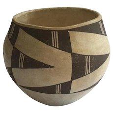 Early Vintage Acoma New Mexico Pottery Vase