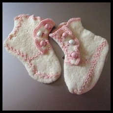 Adorable Felted Feather Stitch Doll Booties