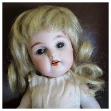 "8"" Brown Eyed Mignonette Swivel Head Blonde Mohair Wig"