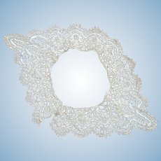 19C Bedfordshire Lace Collar For Medium to Larger Doll