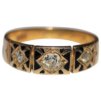 Antique 18kt diamond ring with black enameling and 3 old mine cut diamonds