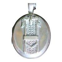 Victorian sterling silver locket hallmarked 1880